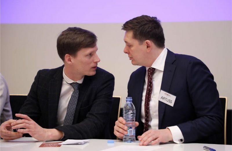 """Ralfs Nemiro (foto – no kreisās) un Artuss Kaimiņš no partijas """"KPV LV""""."""