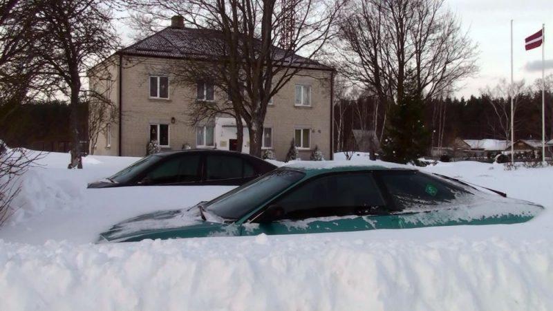2009.gada 17.decembrī – pēc ilgstoša un spēcīga sniegputeņa Kolkas novērojumu staciju sedza 75 centimetrus augsta sniega kārta, un tas ir decembra dziļākā sniega rekords visā valstī.