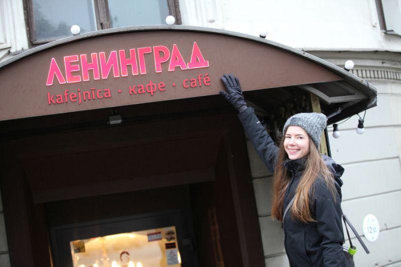 VVC sabiedriskajai palīdzei Renātei Krauzei-Essertei šaubu nav – līdzās kafejnīcas izkārtnei krievu valodā tās nosaukumam jābūt arī latviski.