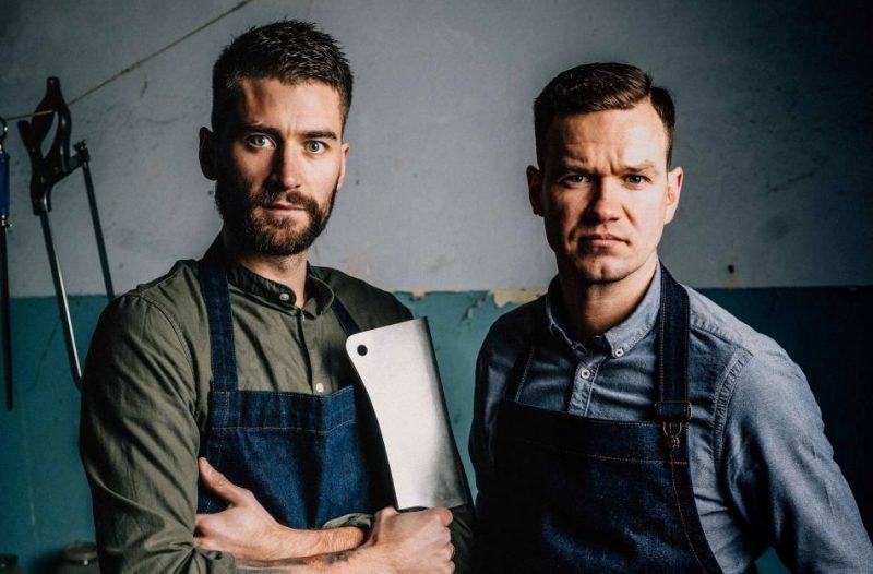 """""""Divi naži"""" idejas autori un īpašnieki ir šefpavārs Dāvis Veilands un pavārs/miesnieks Elviss Sproģis"""
