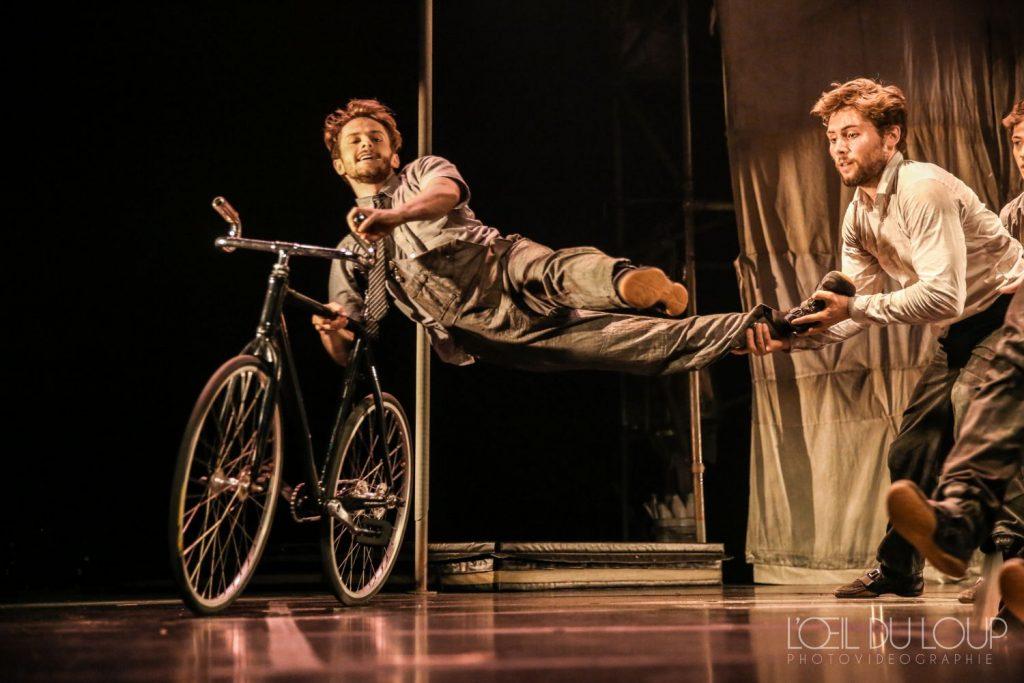 """Kanādas cirka apvienība """"Machine de cirque""""."""