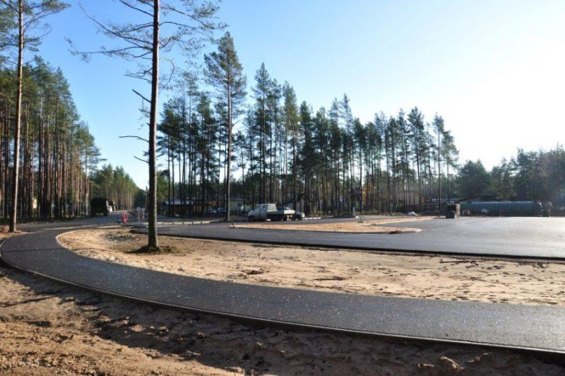 """Carnikavas novada jaunajā uzņēmējdarbības parkā """"Mežgarciems"""" uzņēmēji plāno attīstīt dažādas ražotnes un būs arī noliktavas."""