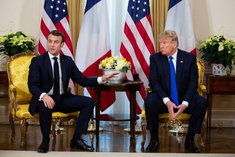 Emanuels Makrons (foto – no kreisās) un Donalds Tramps NATO samitā Londonā,