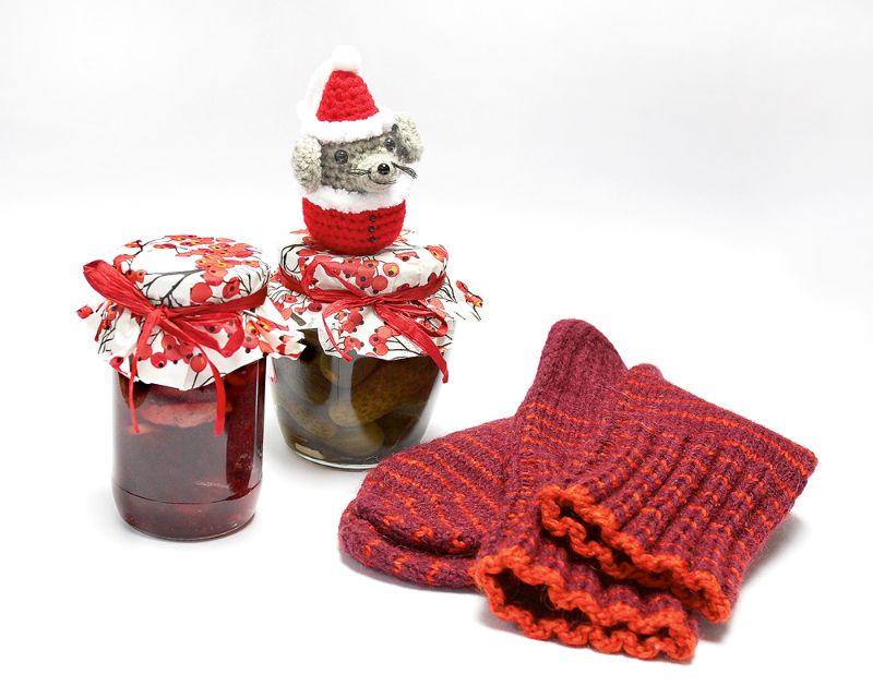 Ievārījums, marinēti gurķīši, adītas vilnas zeķes un tamborēta pelīte– kāpēc gan ne!? Pašu darinātas dāvanas ir vismīļākās.