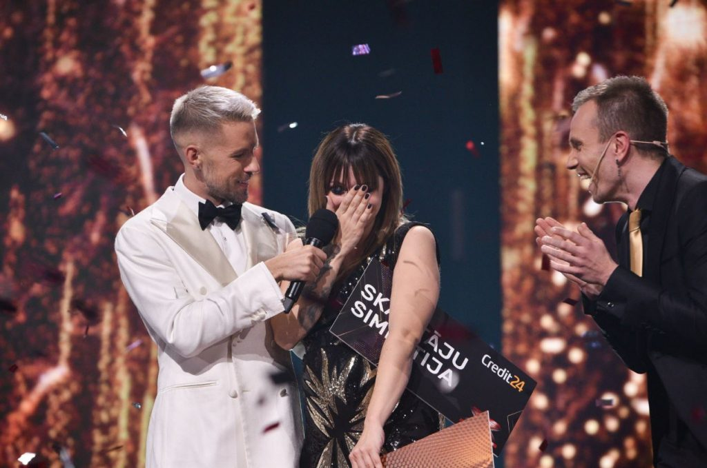 """Elīna Gluzunova uzvar šovā """"X Faktors"""""""