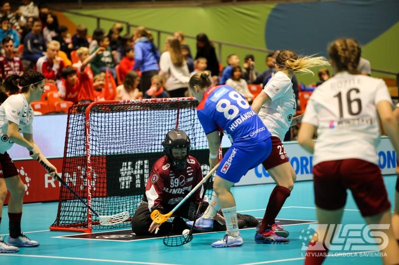 Latvija pret Slovākiju pasaules čempionātā sievietēm.
