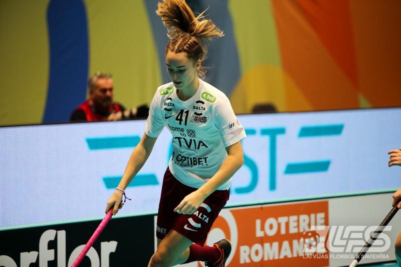 Simona Grāpēna guva Latvijas dāmu izlases goda vārtus pret spēcīgo Zviedriju.