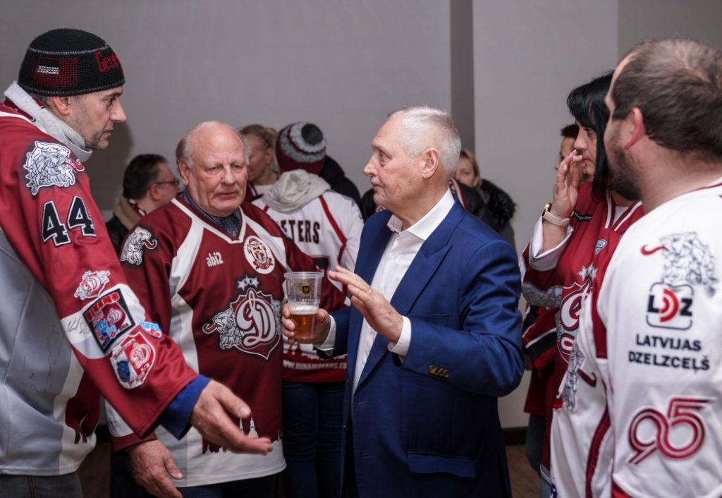 """Rīgas """"Dinamo"""" padomes priekšsēdētājs Juris Savickis trešdien """"Arēnā Rīga"""" tikās ar komandas faniem."""