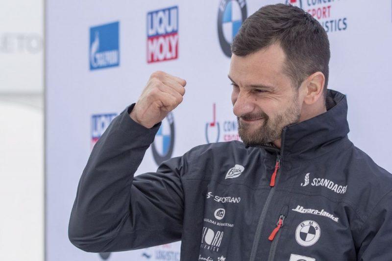 Martins Dukurs priecājas par uzvaru Sanktmoricā.