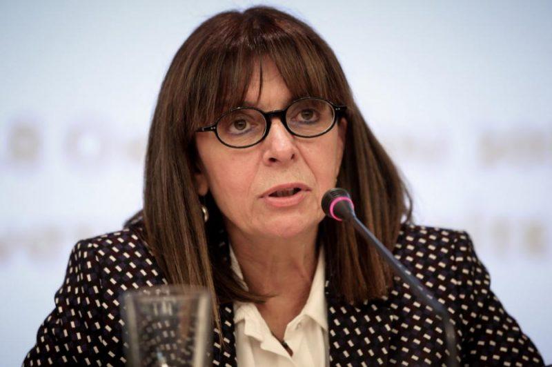 Grieķijas parlaments trešdien prezidenta amatā ievēlējis tiesnesi Ekaterini Sakellaropulu.