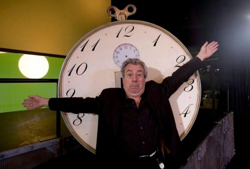 """Pēc ilgstošas cīņas ar retu demences paveidu 77 gadu vecumā miris britu komiķu trupas """"Monty Python"""" zvaigzne Terijs Džonss."""