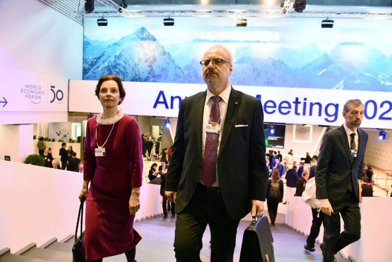 Valsts prezidents Egils Levits ar kundzi Andru piedalās Pasaules ekonomikas forumā Davosā, Šveicē, 21.01.2020.