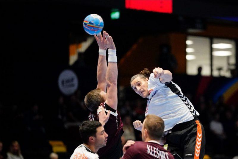 Latvijas handbola izlasei neizdevās spēle aizsardzībā, līdz ar to nācās zaudēt Nīderlandei.