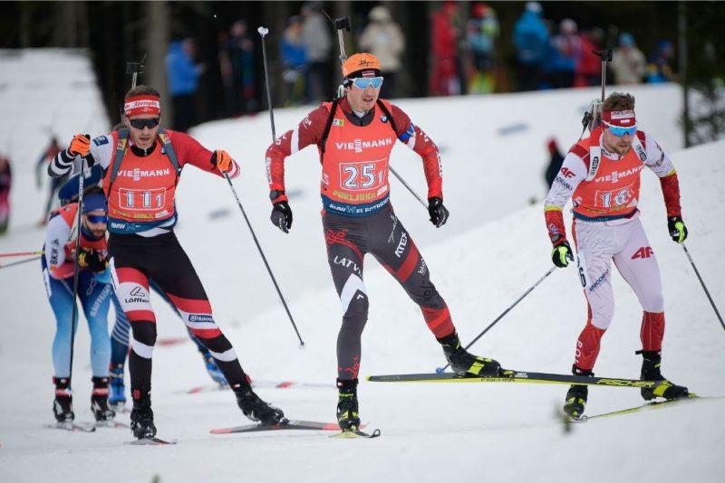 Andrejs Rastorguvs (centrā Nr.25) un Baiba Bendika sestdien sasniedza Latvijai visu laiku labāko rezultātu jauktajās stafetēs.