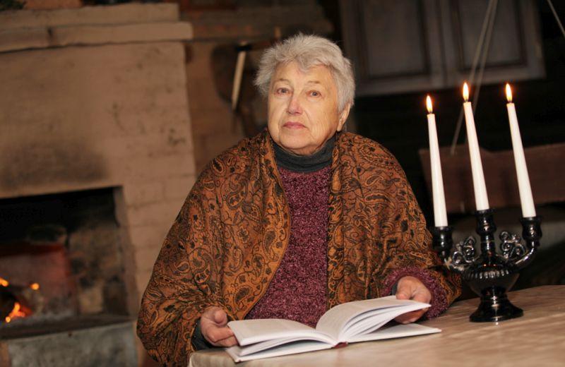 Anna Kuzina – Blaumaņa dzīves un daiļrades pētniece, vairāku grāmatu autore un Braku muzeja ekskursijas vadītāja.