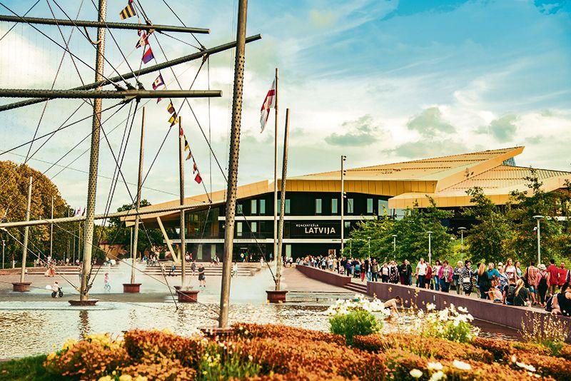 """Pērn atklātā koncertzāle """"Latvija"""" kļuvusi par jauno Ventspils kultūras centru."""