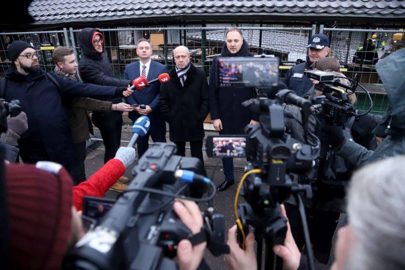 Rīgas Centrāltirgū demontē kioskus