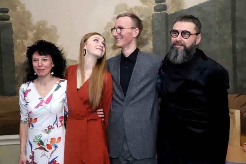 """Nosvinēta filmas """"PIļsāta pi upis"""" Rīgas pirmizrāde."""
