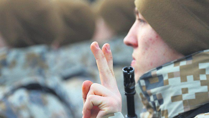 Nākotnē tiks stingrāk regulēts, kādas personas var strādāt par instruktoriem Jaunsardzē un pasniegt arī valsts aizsardzības mācību. Plānots, ka šos pienākumus veikt varēs tikai profesionālā dienesta karavīri, rezerves karavīri vai arī zemessargi.