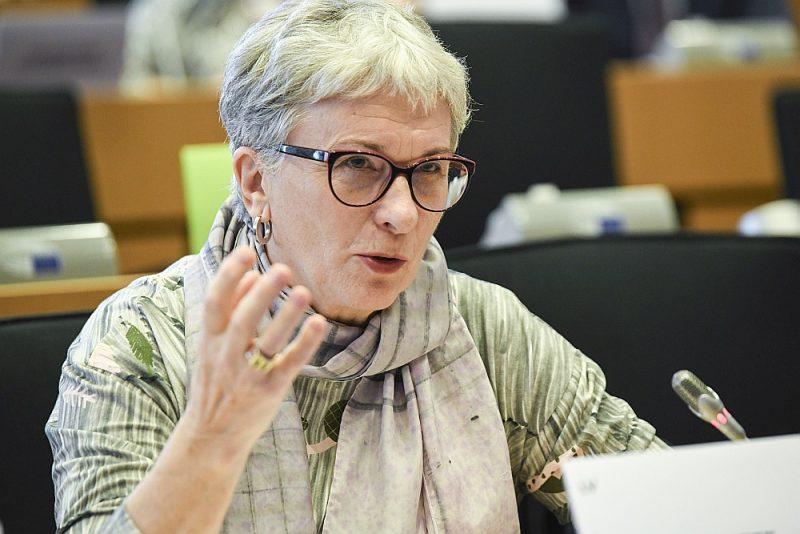 """Sandra Kalniete: """"Mēs nedrīkstam iekrist zemo ienākumu slazdā, bet ir jāiegulda inovācijās un pētniecībā."""""""
