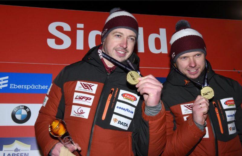 Andris un Juris Šici ar Pasaules kausa sacensību zelta medaļām.