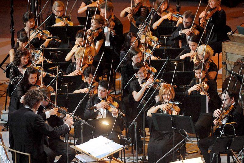 Latvijas Nacionālā simfoniskā orķestra mūziķi kopā ar solistiem ir profesionāli spilgti gan latviešu komponistu jaundarbu atskaņojumos, gan arī, aktualizējot vērtības, kas pieejamas tikai senos ierakstos.