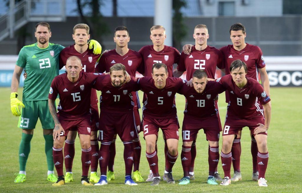 Latvijas futbola izlase 2019. gada jūnijā pirms spēles pret Izraēlu.