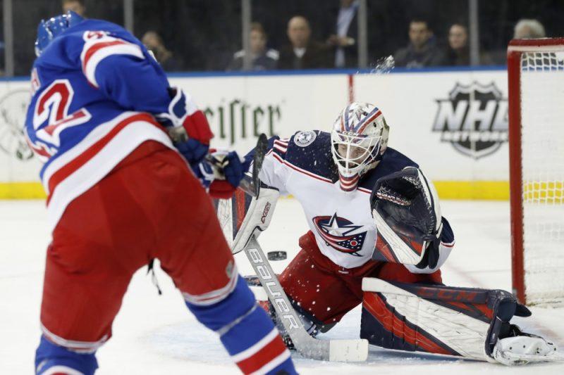 """Matīss Kivlenieks debijas spēlē pret Ņujorkas """"Rangers""""."""