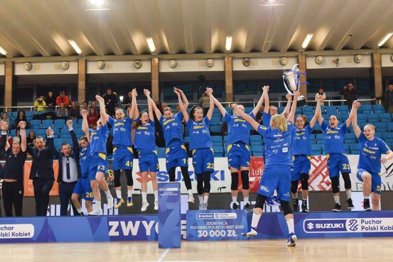 """Gdiņas """"arka"""" komanda trenera Gundara Vētras vadībā uzvarējusi Polijas kausa izcīņā."""