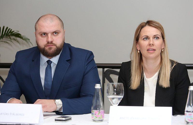 Anete Jēkabsone-Žogota ievēlēšanas gadījumā LBS ģenerālsekretāra portfeli uzticēšot Artūram Štālbergam.