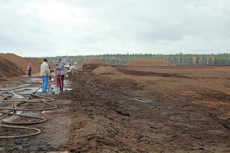 Ja apkure ar kūdru tiek pielīdzināta apkurei ar oglēm, tad kompensācijas enerģijas ražošanas pārprofilēšanā varēs saņemt tie reģioni (visdrīzāk Latgale, Vidzeme, Kurzeme), kuros ir visaktīvākā kūdras ieguve.