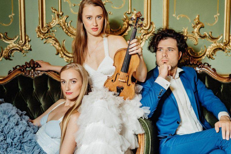 Andrejs Osokins, Kristīne un Margarita Balanas.