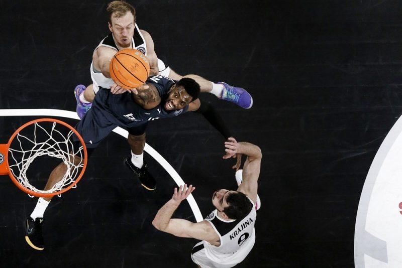 """""""VEF Rīga"""" basketbolisti zaudēja arī cīņā zem groziem."""