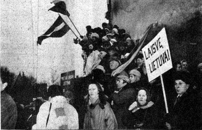 Lietuvas neatkarības atbalsta demonstrācija Viļņā 1990. gada februārī. Piedalījās arī latvieši.