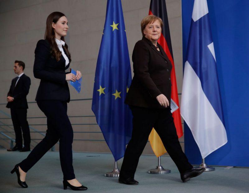 Sanna Marina (foto – no kreisās) un Angela Merkele.