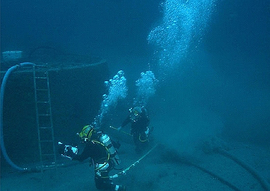 Krievijas kara flotes ūdenslīdēji gatavojas zemūdens operācijām.