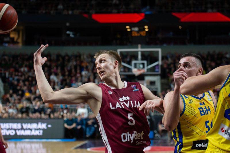 Mareks Mejeris (Nr.5) spēles beigās varēja Latvijai izraut uzvaru.