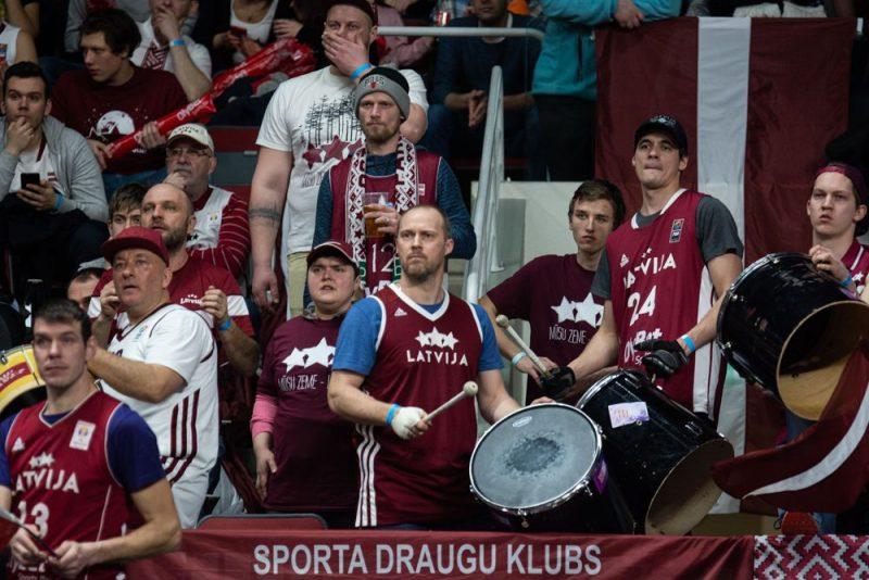 Latvijas basketbola izlases līdzjutēji pirmdien gaida uzvaru Bulgārijā.