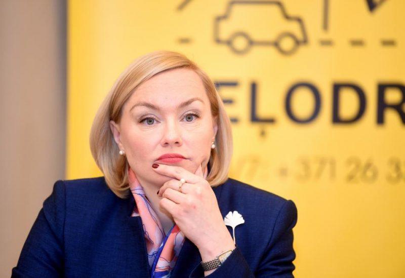 Ārlietu ministrijas Konsulārā departamenta direktore Guna Japiņa piedalās preses konferencē, kurā informē par konsulārā dienesta aktualitātēm.