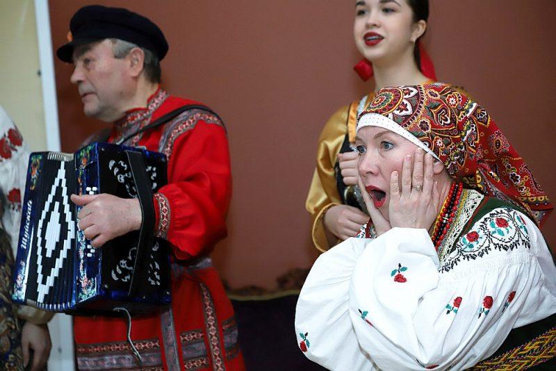 Ar Masļeņicas programmu iepazīstināja M. Čehova Rīgas krievu teātra aktieri un folkloras grupu pārstāvji.