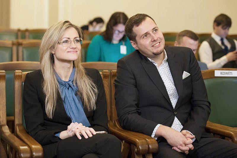 Līdz šim žurnālistikā strādājušie Ieva Kalderauska un Jānis Eglītis būs mediju uzraugi.