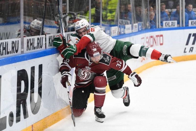 """Rīgas """"Dinamo"""" parādīja labu cīņassparu pret KHL otru labāko komandu """"Ak Bars"""", taču atkal zaudēja."""