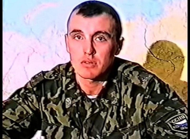 Krievijas gaisa desanta spēku kapteinis Deniss Sergejevs, kurš vēlāk GRU uzdienējis līdz ģenerālmajora pakāpei. Attēls no dokumentālās filmas par operāciju Dagestānā.