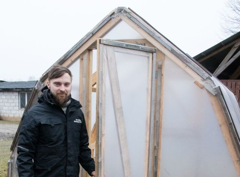 Artis Kronītis zina, kā uzbūvēt labu koka siltumnīcu.