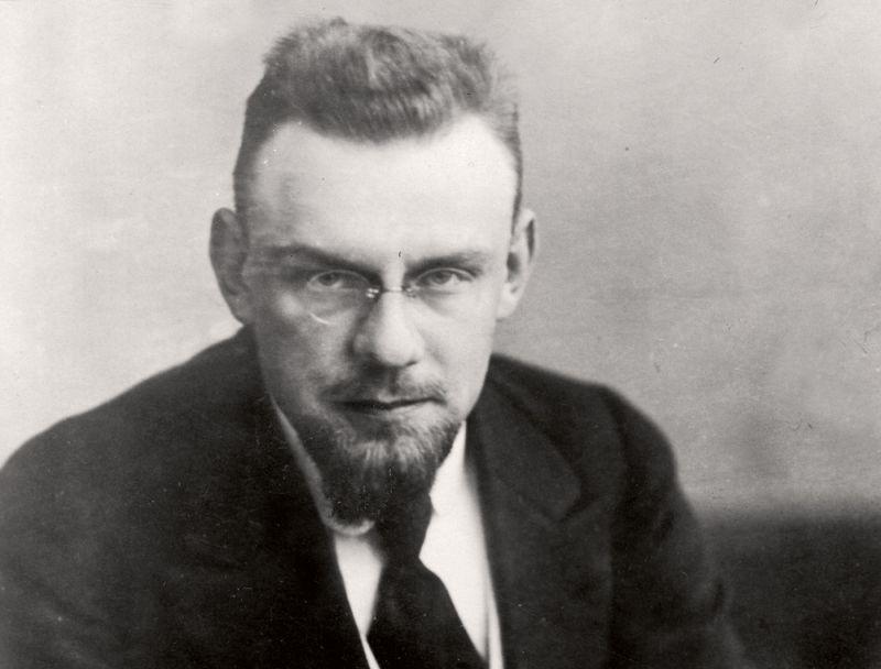 """Marģers Skujenieks 20. gadu beigās. """"Pirmais no zocialdemokrātu darbiniekiem uzsvēris nacionālisma un Latvijas patstāvibas nozīmi"""" 1927. gadā atzīmēja žurnāls """"Jaunā Nedēļa""""."""