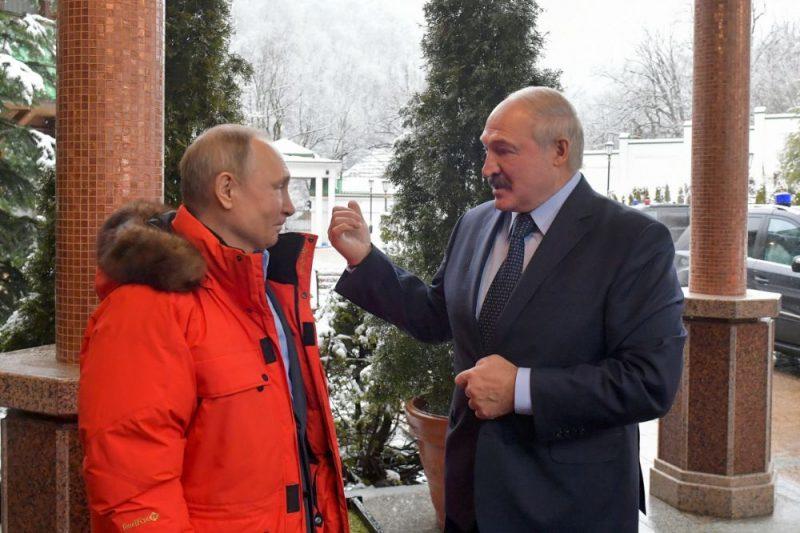 Vladimirs Putins (foto – no kreisās) un Aleksandrs Lukašenko.