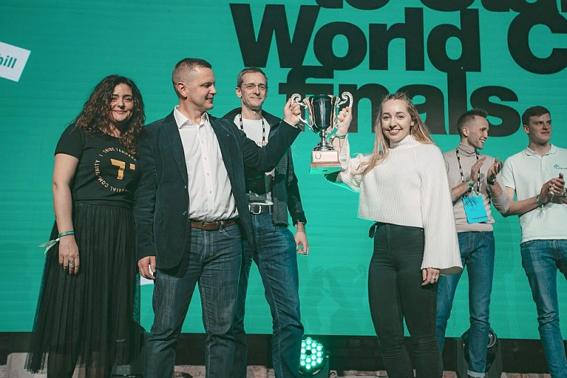 """Ikgadējās jaunuzņēmumu sacensībās """"Fifty Founders Battle"""" šogad uzvarēja igauņu jaunuzņēmums """"Woola"""", iegūstot 10 000 eiro finansējumu tālākai jaunuzņēmuma izaugsmei un iespēju piedalīties jaunuzņēmumu pasaules kausa finālā Sanfrancisko."""