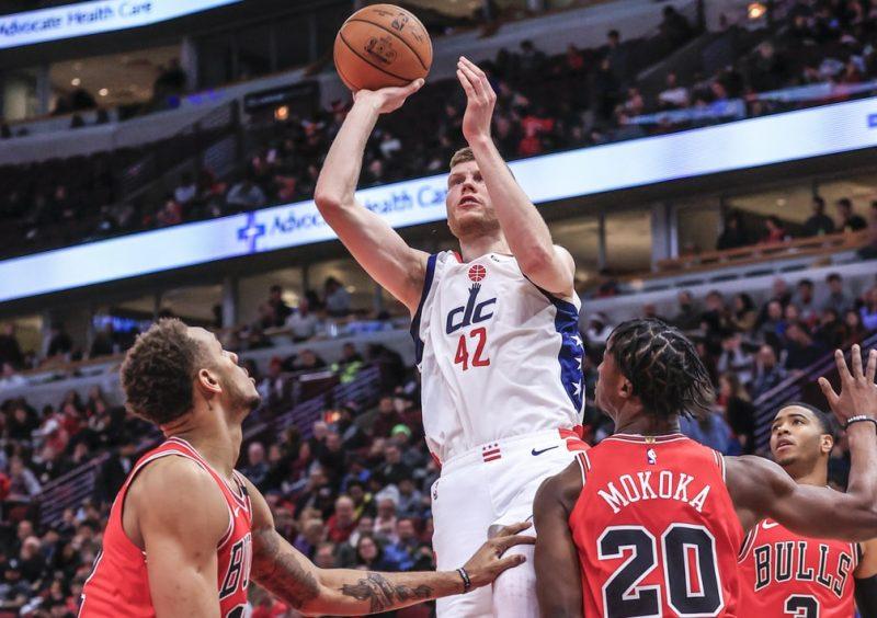 """Dāvis Bertāns pret Čikāgas """"Bulls"""" guva 22 punktus."""