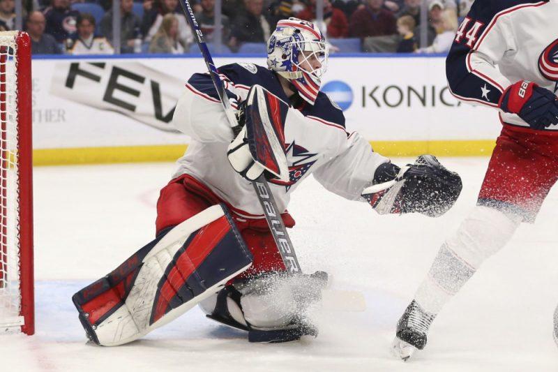 Matīss Kivlenieks atgriežas NHL, jo traumu guvis Elvis Merzļikins.