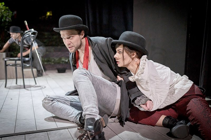 Dainis Grūbe savu varoni spēlē ar patiesu iedvesmu, un arī Ievas Segliņas lomas pārliecina par aktrises meistarību.